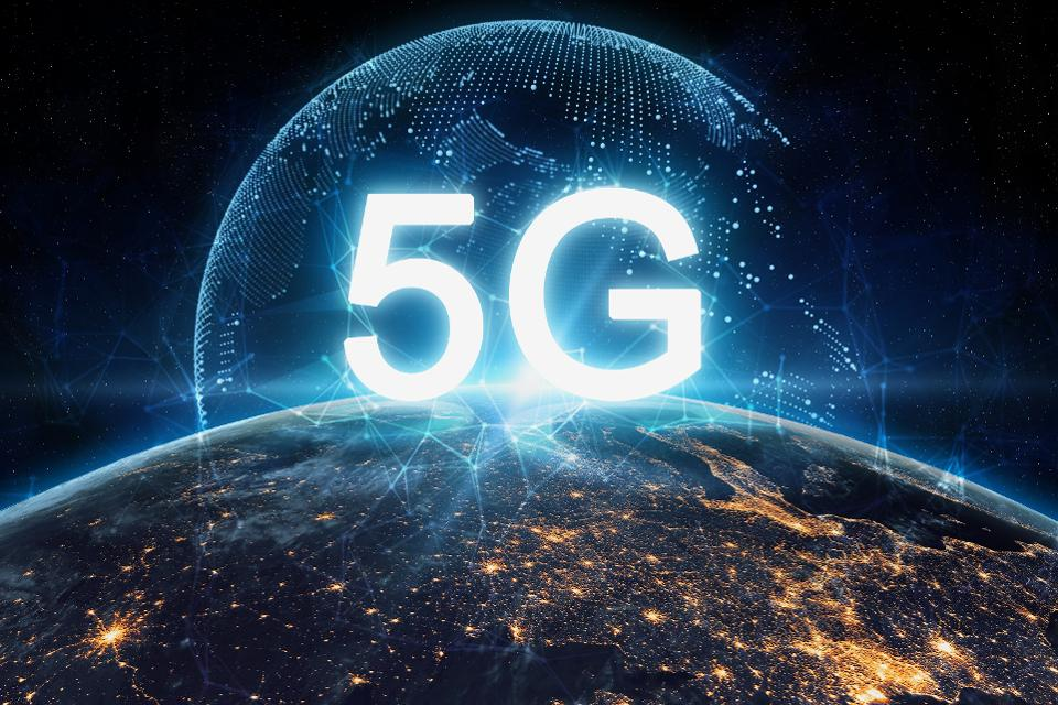 Blockchain Technology in the  Backdrop of 5G and IoT Implementation